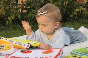lecture bébé toucher